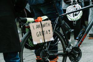 Transparent na protestu koji je organizovala Greta