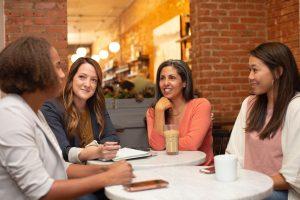 Žene u kafiću